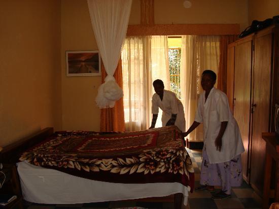 Hotel Ibis: arrière d'une des chambres spacieuses et sa porte-fenêtre sur la terrasse