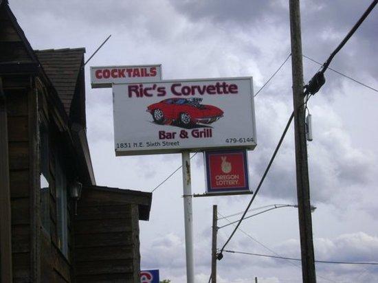 Ric's Corvette Bar & Grill: Street Sign