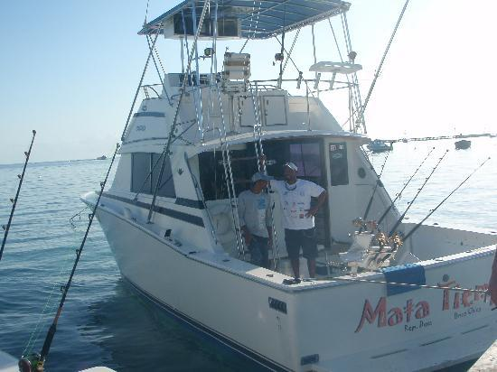 Mike's Marina Fishing Charters SRL: the boat we went on