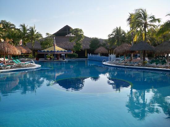Hotel Riu Yucatan: Pool