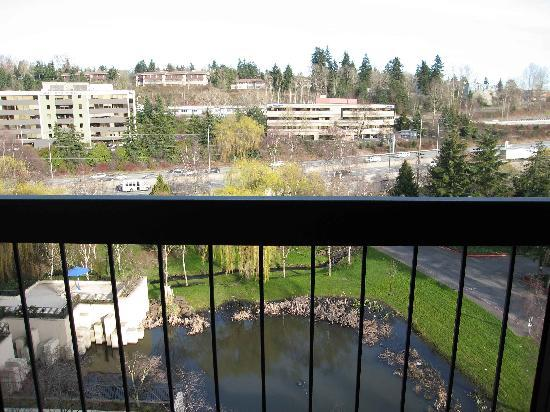 Hilton Bellevue: View from Balcony of Room 850 towards interstate
