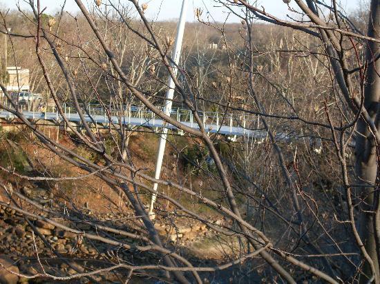 Falls Park på Reedy: Falls park suspension bridge