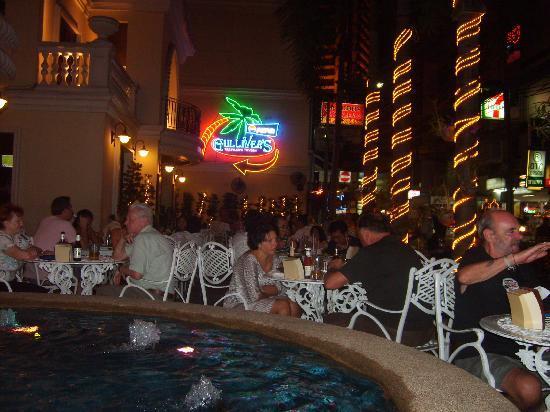 BelAire Bangkok Sukhumvit: gullivers restaurant
