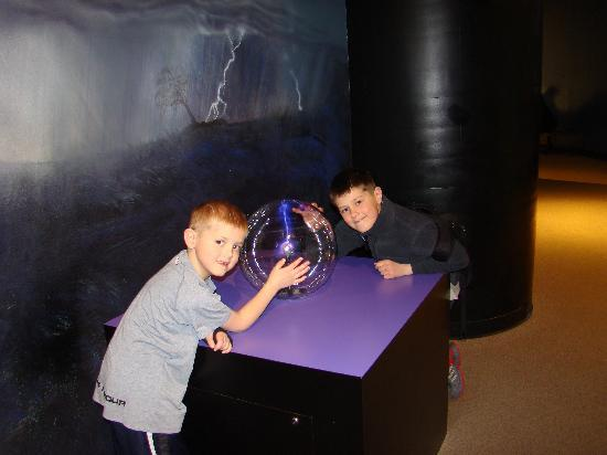 Fernbank Museum of Natural History: The illusion exhibit