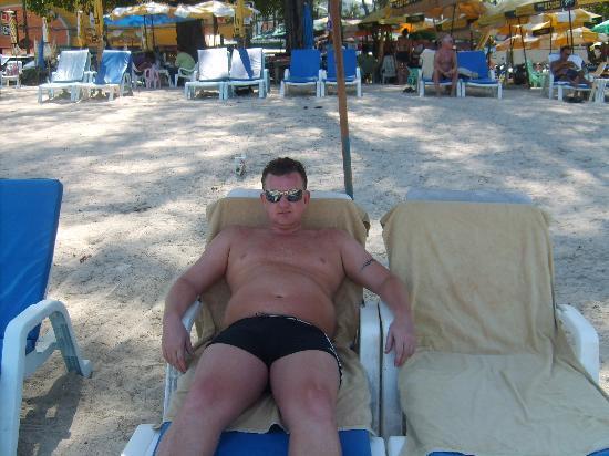 Seaview Patong Hotel: beach