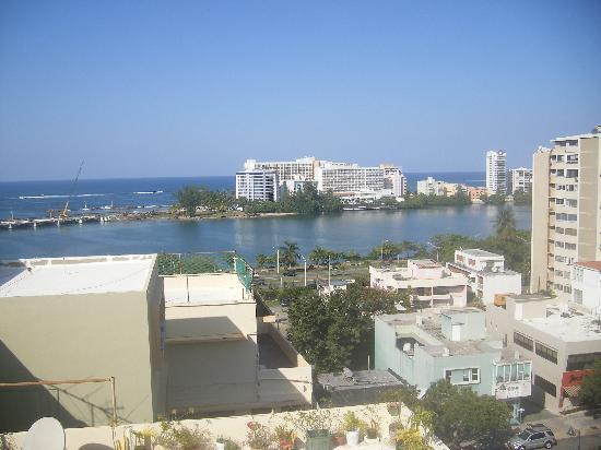 Olimpo Court Hotel: View from the last floor (roof) of the hotel to El Condado