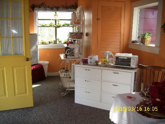 A Garden of Dreams: Kitchen area by front door