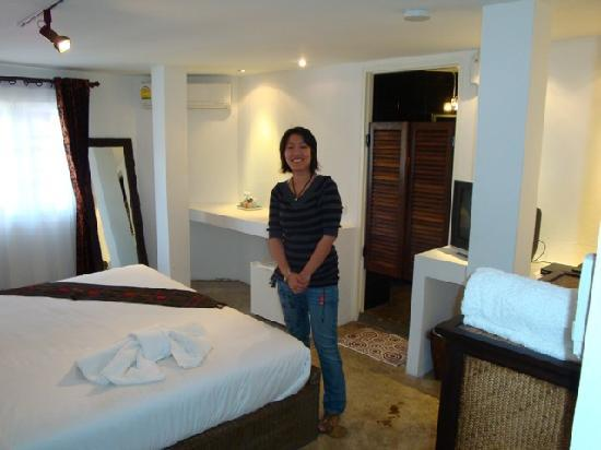 Lek House: Manager, Ting, in deluxe room
