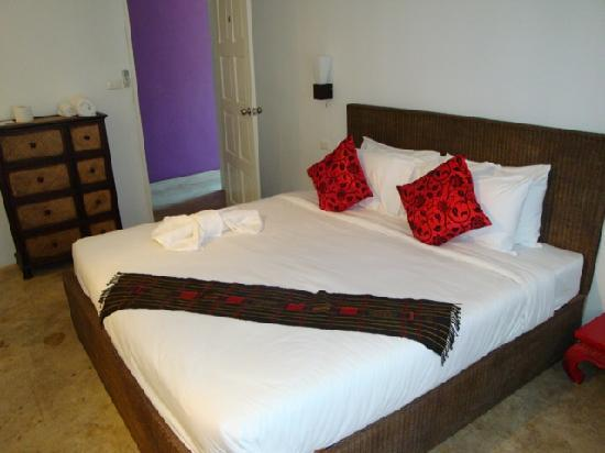 Lek House  Deluxe room bed. Deluxe room bed   Picture of Lek House  Chiang Rai   TripAdvisor