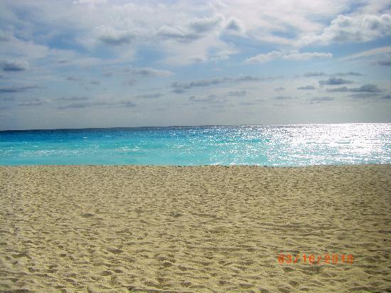Crown Paradise Club Cancun: more beachfront