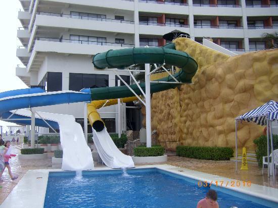Crown Paradise Club Cancun: water slides