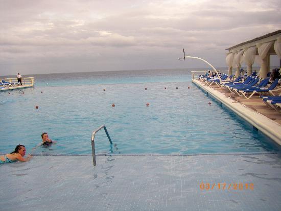Crown Paradise Club Cancun: main pool