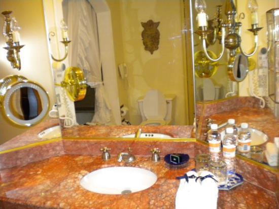 Monterrey, Mexico: Elegant bathroom