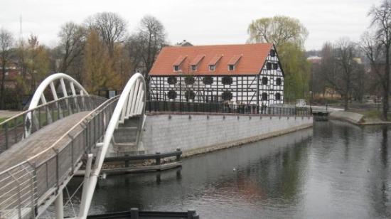 Bydgoszcz, Polen: Mucilages and pedestrian bridge