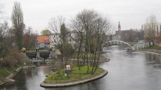 Bydgoszcz, Polen: View from Bridge Street: the right of the Brda, on the left - millrace, in the foreground of St.