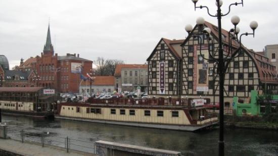 Bydgoszcz, Polen: Old port and granaries