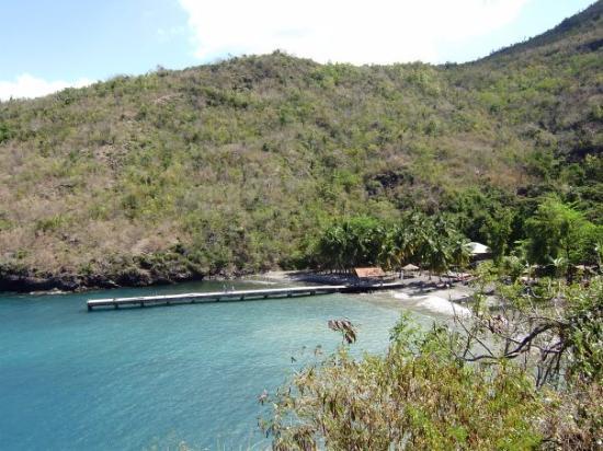 Fort-de-France, Martinique: Anse noire, car le sable volcanique fait la plage toute grise et scintillante sous le soleil..ou
