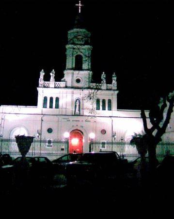 San Antonio de Areco. La iglesia de San Antonio by night.