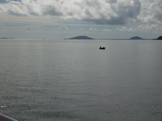 Hinchinbrook Island, Australia: Beautiful ocean. Under this lies the Great Barrier Reef!