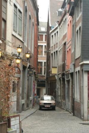 Liège, Belgia: Street or sidewalk? Both