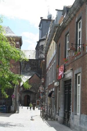 Liège, Belgia: A street, arch passway and churchin the back.