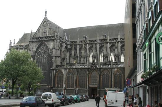 Liège, Belgia: How many times I went by this cathederal.