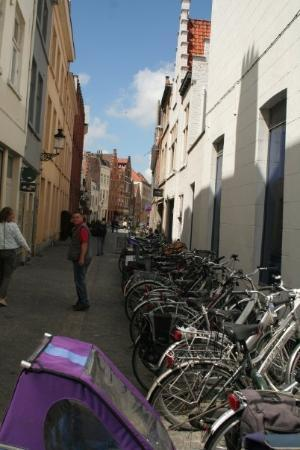 Liège, Belgia: Bicycles are EVERYWHERE and walking in the street is really a trip. Look before you step.