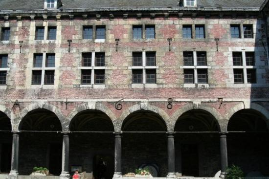 Liège, Belgia: The building dated to 1687 and another part 23 years earlier.