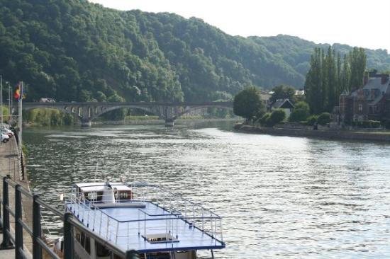 Liège, Belgia: The Muese River in Huy.