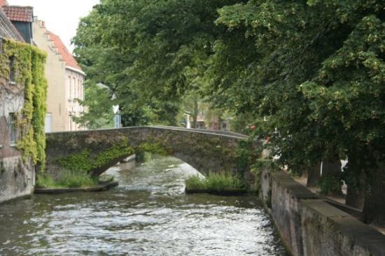 Liège, Belgia: The oldest bridge in Brugge.