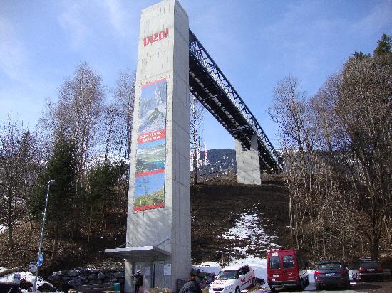 Pizol Ski Resort: Pizol, the new elevator at Wangs, 18 March 2010