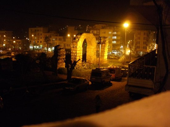Nazhan Hotel & Cafe: Night view from Naz Han