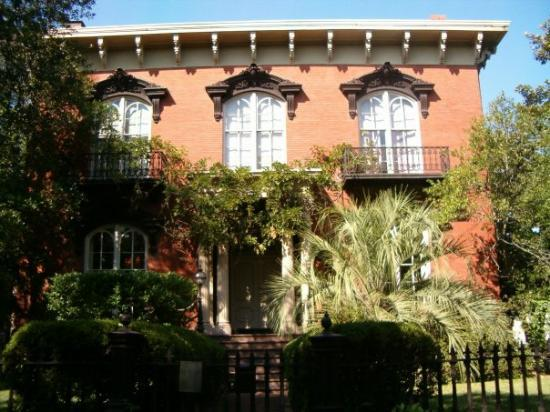 """Mercer Williams House Museum: Mercer House from """"Midnight in the Garden of good and evil"""""""