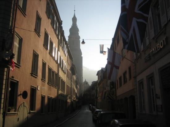 Heidelberg, Tyskland: It was about 1:30 in the afternoon by this point and the sun was cutting a severe angle making f
