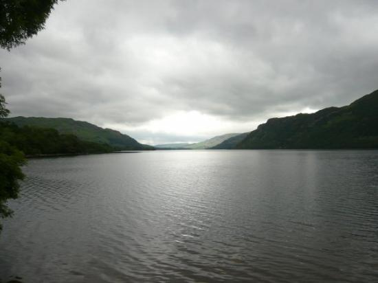 Watermillock, UK: Ullswater at twilight..trout are biting.