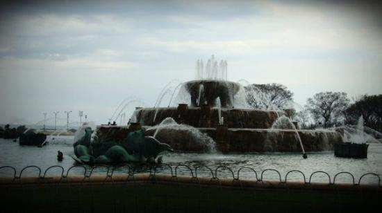 Buckingham Fountain: Married... With Children.