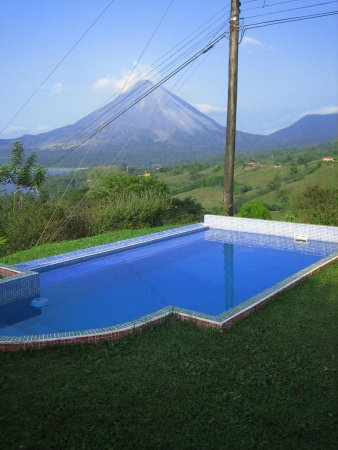 Essence Arenal Boutique Hostel: Pool with a view!