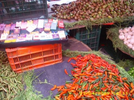 Ciudad Nezahualcoyotl, Mexico: Chili peppers and cigarettes in the same stand!