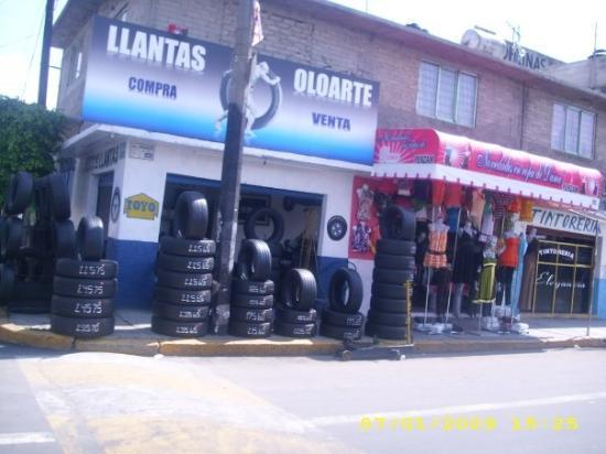 Ciudad Nezahualcoyotl, Mexico: Tires or a dress right next door!