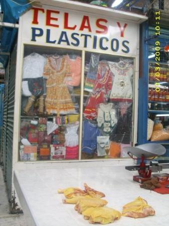 Ciudad Nezahualcoyotl, Mexico: Mexican regional dresses for children's dances or chicken?