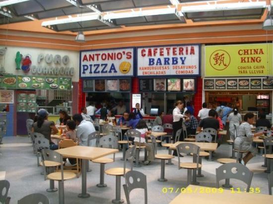 Ciudad Nezahualcoyotl, Mexico: Plaza Neza food court