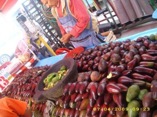 Ciudad Nezahualcoyotl, Mexico: Avocados and a pig molcajete