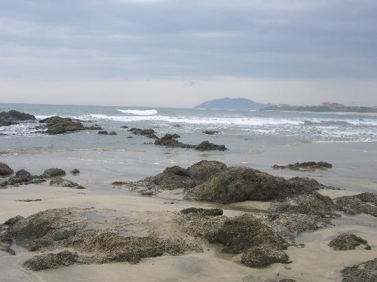 Occidental Tamarindo: Rocky areas of the beach