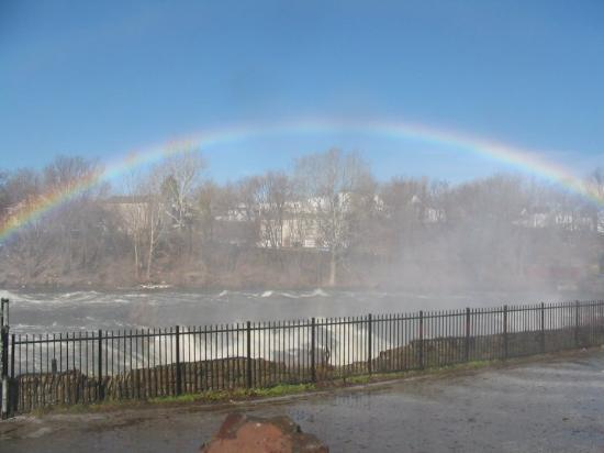 Paterson, NJ: Didn't find any pot of gold. DRATS! This rainbow could be seen at a good distance away.