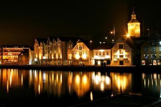Stavanger by night 2