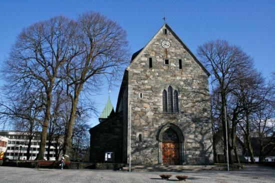 Stavanger, Norge: the church on a sunny day