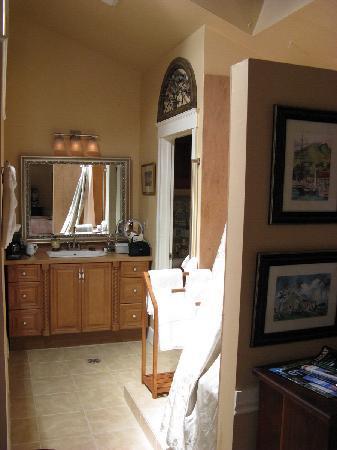 Union Street Inn: Nice bathroom with Jacuzzi