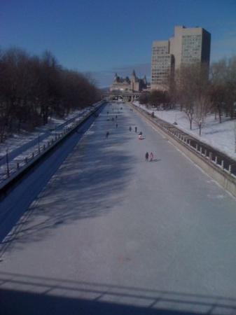 Rideau Canal: RapidAir service from Toronto to Ottawa, 18 times daily.