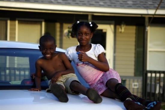Hattiesburg, Μισισιπής: Neighborhood kids that wanted their picture taken