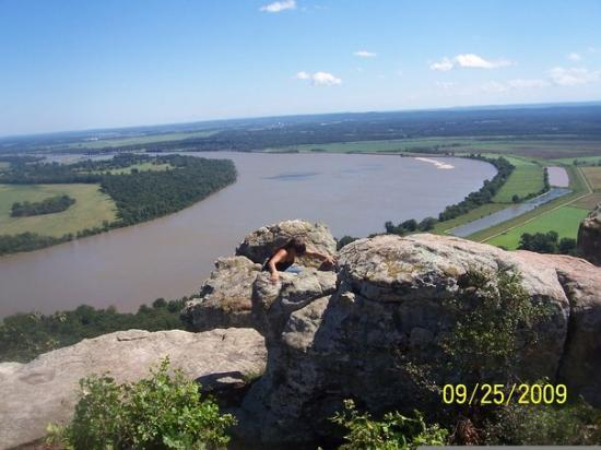 Hot Springs, AR: I HAD TO CLIMB HIGH FOR THIS PIC AT PETIT JEAN IN ARK.